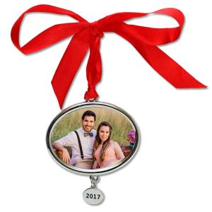 Annual photo ornaments are perfect for your family photos, remember each year with current year etched onto a charm