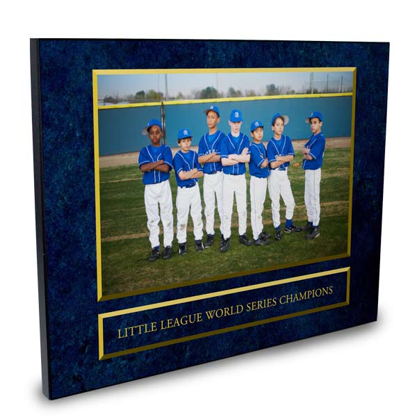 Honor someone for a job well done with a commemorative award plaque