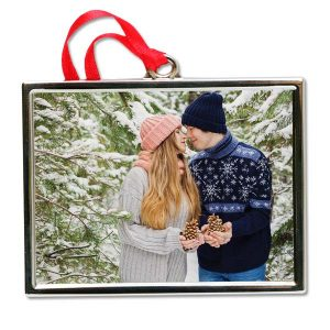 You can create a photo ornament out of any photo you like with Print Shop Lab