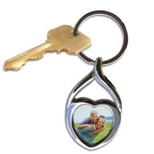 Turn your favorite picture into a beautiful twisted heart key ring to hold your keys